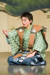 Motohiko Shigeyama lors d'une pièce kyôgen