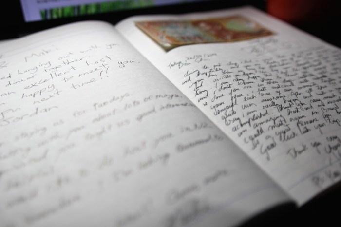 毎回ゲストに書いてもらっているゲストブック。