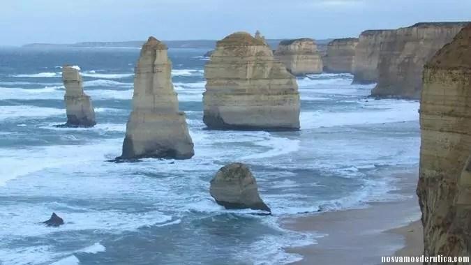 Doce Apostoles sometidos al azote continuo del mar.