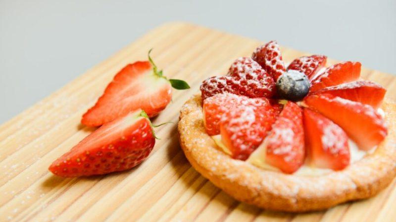 La traditionnelle tarte aux fraises à la crème pâtissière