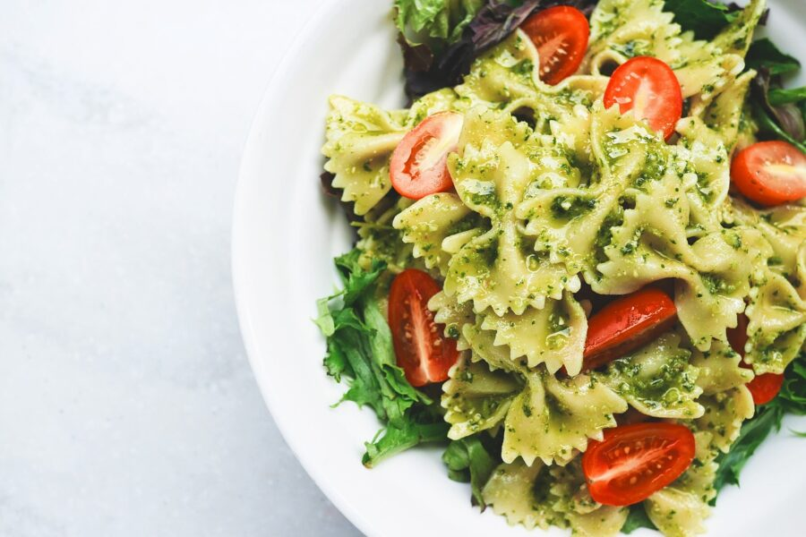 Salade de pâtes italienne au pesto et jambon de Parme