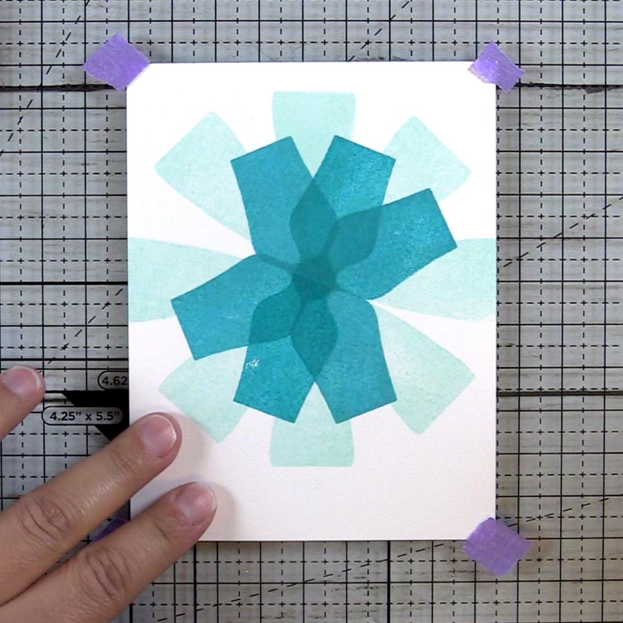 Overlapped vases create a flower meta pattern