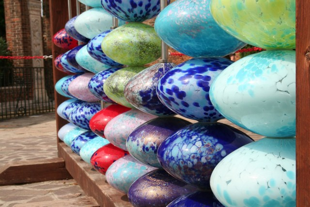 One of the best things to do in Murano, Italy, is browse the glass showrooms!