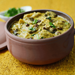 Eggplant cooked in yogurt sauce
