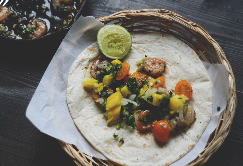 Shrimp-tacos-with-mango-salsa