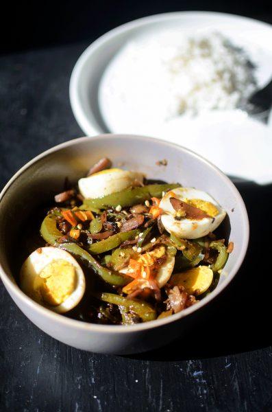 Stir-fried eggs with veggies reducetarian diet