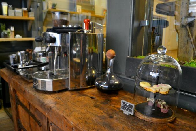 coffee-and-cakes-ena-salon