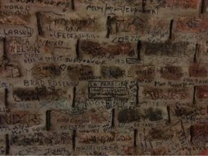 Detalle de la pared interior de The Cavern (Liverpool)