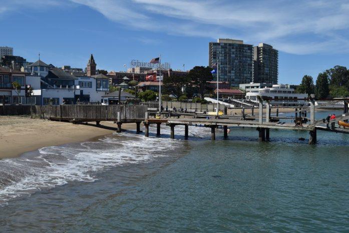 Playa al lado del Hyde Street Pier en San Francisco