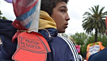 Fotorreportaje  La juventud marplatense protagonizó la 2da Marcha de la  Gorra 11d9b7c9191
