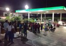 """Las filas por gasolina en la """"Venezuela del norte""""."""