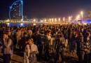Cientos de personas festejan en España la finalización del toque de queda
