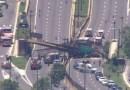 Puente peatonal se derrumba sobre autopista en Washington y deja varios heridos