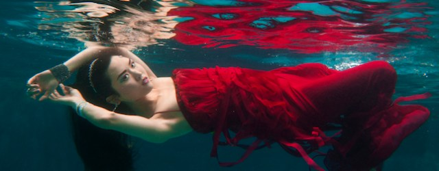 Baltimore,MD--4/1/14- Under water fashion shoot.   Lloyd Fox/Sun Photographer #8010