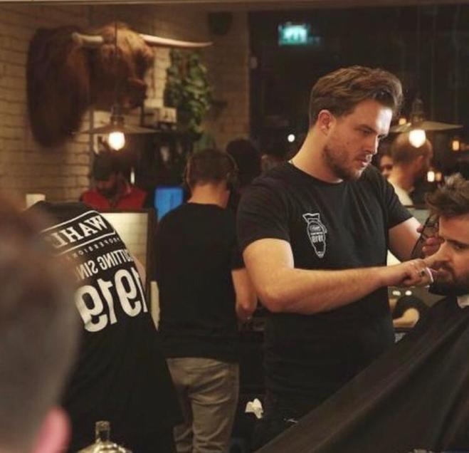 Cal works his magic on a guest at the launch of the Wahl Aquablade, hosted by Ruffians in Shoreditch