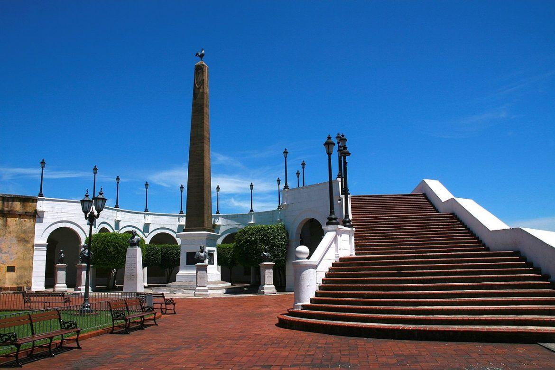 visitas en ciudad de panama. plaza de francia