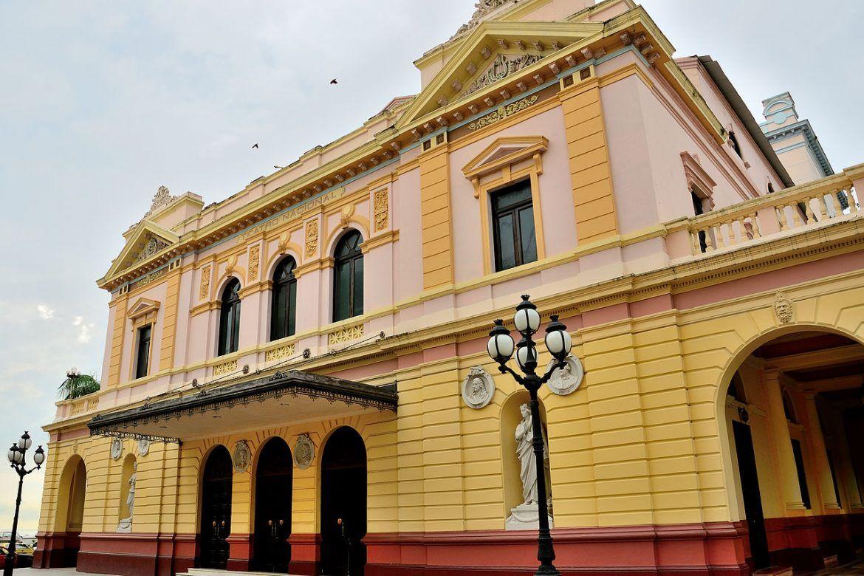 visitas en ciudad de panama. teatro nacional