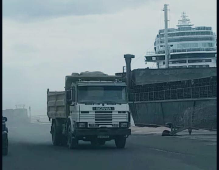 """El Colectivo Saharaui denuncia en la Delegación del Gobierno que el buque """"Altair"""" está desembarcando arena obtenida ilícitamente en """"los territorios ocupados"""" del Sáhara Occidental – la verdad de lanzarote"""