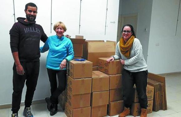 La solidaridad con los saharauis vuelve a rozar la media tonelada en alimentos   El Diario Vasco