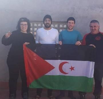 Los activistas denuncian malos tratos de la Policía marroquí que les expulsó del Sáhara. Noticias de Navarra