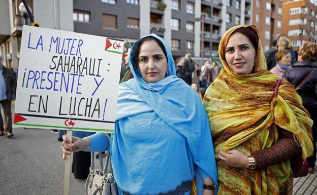 8M  en Gijón: Fatimetu Bechri Cori y Nama Mohamed Cori«Nosotras sufrimos una doble discriminación, la machista y la racista» | El Comercio