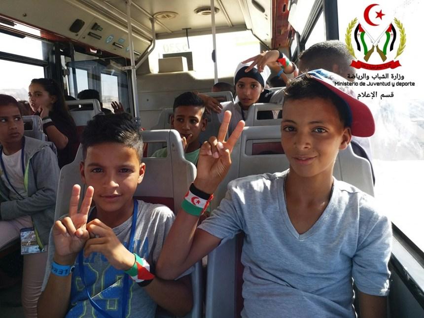 (FOTOS). El programa 'Vacaciones en Paz' comienza con una emotiva despedida desde el campamento de Smara – El confidencial saharaui