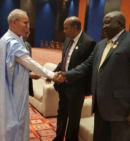 Cumbre extraordinaria de la UA: el Presidente de la República es recibido por el anfitrión de la Cumbre | Sahara Press Service