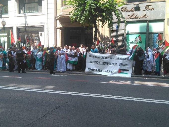 BILBAO: Con el pueblo saharaui frente al consulado de Marruecos…