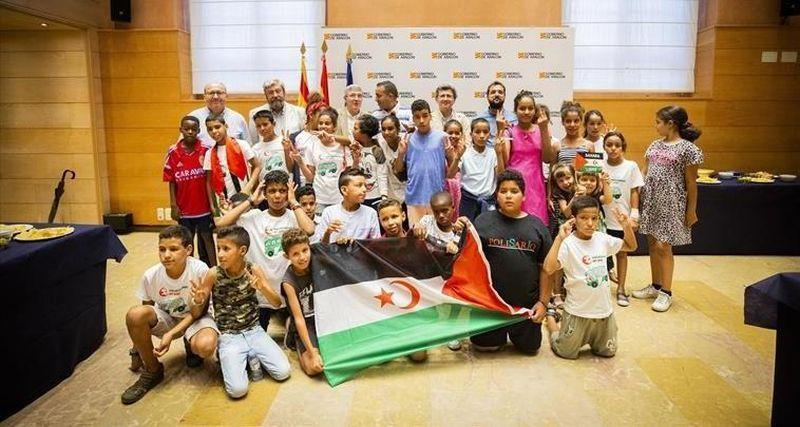 Los niños saharauis del programa «Vacaciones en paz» visitan mañana la Aljafería