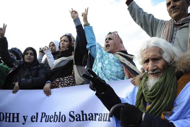 Una cárcel sin barrotes: Marruecos ha expulsado este año a 19 españoles del Sahara por motivos políticos. No quiere periodistas ni observadores. La censura oculta las torturas, palizas y detenciones.