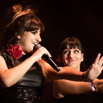 Rozalén y Beatriz Romero, además de actuar en #EllasporelSáharaII, lo harán bajo la noche estrellada del desierto, como cierre de la XV edición del FiSahara 2019