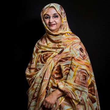 Bahia Mahmud Awah relata a Una Vuelta al Mundo la lucha del pueblo saharaui – Radio Nacional (Argentina)