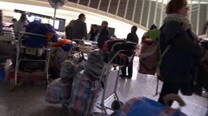Vídeo: Cooperantes vascos viajan a los campamentos saharauis de Tinduf 2019   Sociedad   EiTB