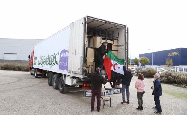 Sale desde Valladolid una caravana con 400 pupitres y sillas para los campamentos de refugiados del Sáhara   El Norte de Castilla