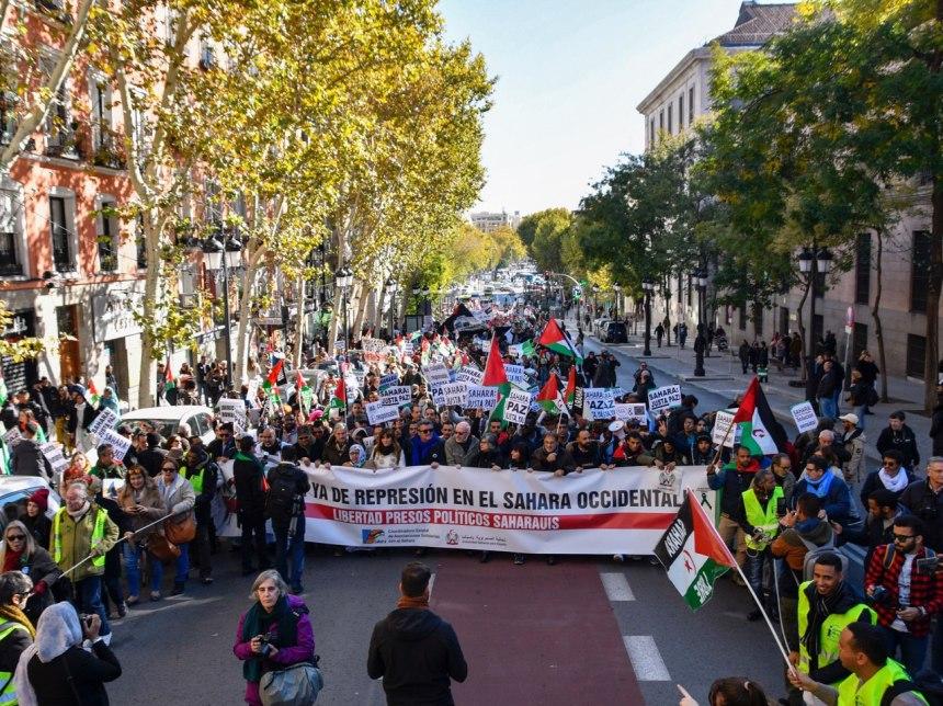 Saharauis de toda España toman el centro de Madrid para recordar la ocupación ilegal de Marruecos – Diario16
