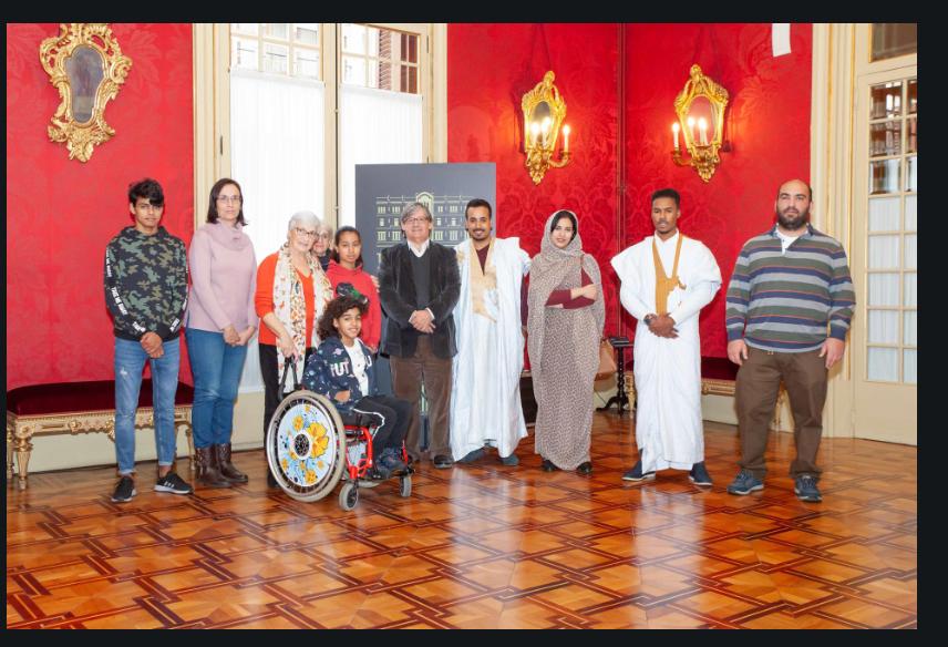 Un grupo de niños saharauis de Escola en Pau visitan el Parlament balear