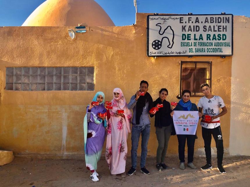Actividad de la asociación mexicana «Amigos por un Sahara Libre» en la Escuela saharaui de cine en los campamentos de refugiados