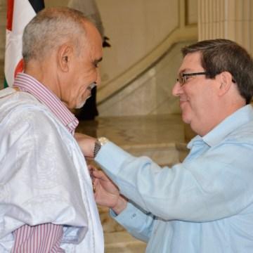 Gobierno de Cuba condecora al embajador de la República Saharaui con Medalla de la Amistad | Sahara Press Service