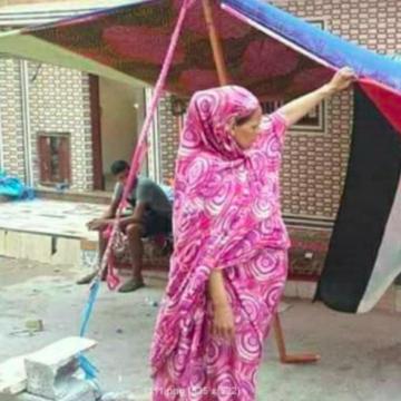 Equipe Media: Tumanna El Mousaoui, hija del histórico activista fallecido Deida, ha sido detenida hoy, interrogada y puesta a disposición de la prefectura, acusada de ultraje a un policía