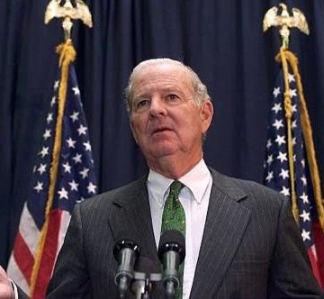Ex secretario de Estado de EEUU, James Baker, traslada al pueblo saharaui su pesar por el fallecimiento de Mhamad Jadad | Sahara Press Service