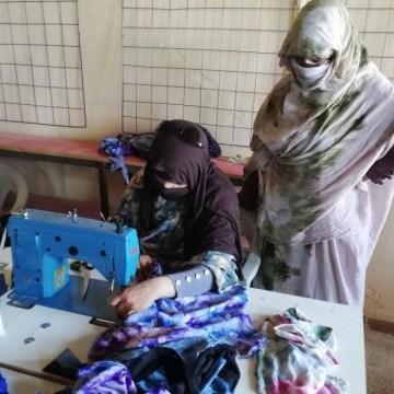 Sahara Libre Wear, la línea de ropa exclusiva hecha en un campo de refugiados que resiste a la pandemia | Público
