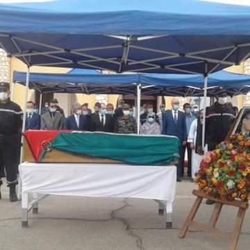 Fotos|  Funeral de Estado por Mhamed Jadad | Aterriza en Tinduf el avión que transporta los restos de Mhamed Jadad. El convoy se dirige al campamento de Smara