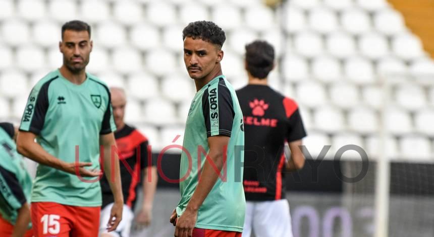 Reportaje sobre la vida de Ali Radjel, jugador del Rayo Vallecano Juvenil A. El futbolista saharaui nos cuenta su historia. | Unión Rayo