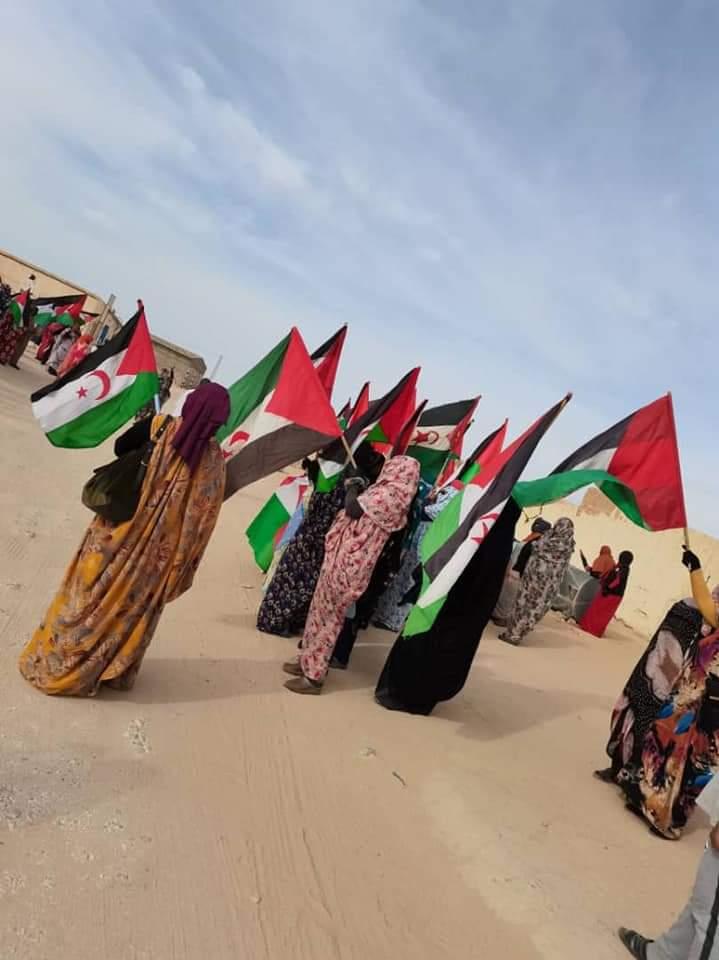 Marchan en los campamentos de refugiados saharauis en solidaridad con los manifestantes de El Guerguerat