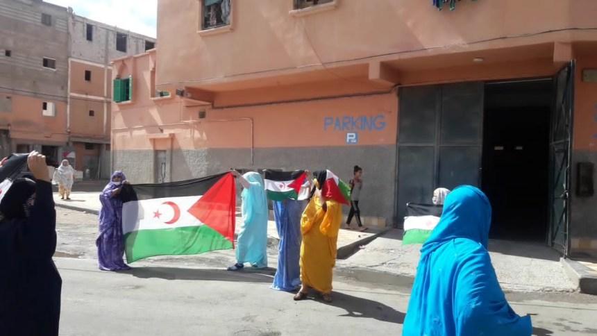Las mujeres saharauis toman las calles de El Aaiún ocupado en solidaridad con las movilizaciones en El Guerguerat