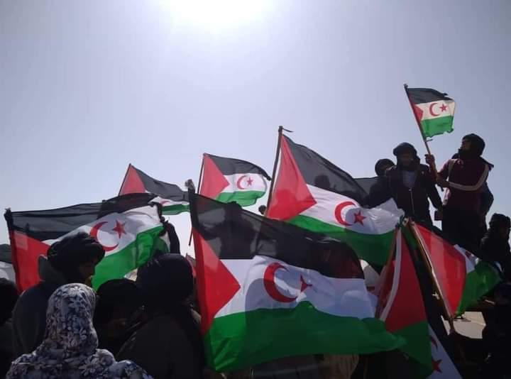 Por cuarto día consecutivo, los saharauis mantienen cerrada la brecha ilegal en El Guerguerat y no piensan retirarse