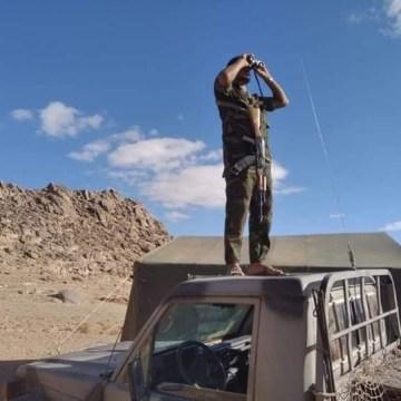 GUERRA EN EL SAHARA | El Ejército saharaui destruye un camión y una excavadora que Marruecos desplegó para ampliar el muro militar
