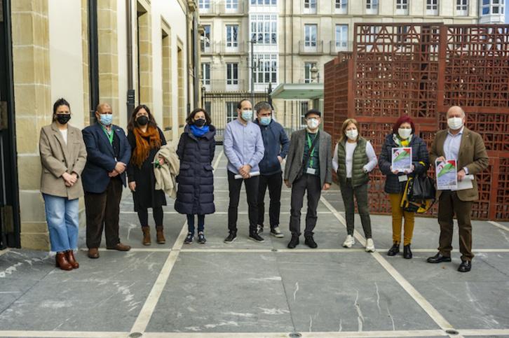 Una nueva caravana solidaria al Sahara marcada por la guerra y la pandemia | Euskal Herria | Naiz