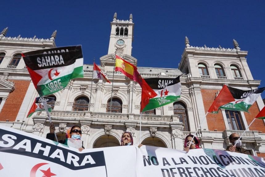 """Decenas de personas se concentran en Valladolid para revindicar la """"lucha justa"""" del pueblo saharaui"""