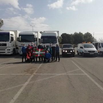 La Universidad de Alicante acoge vehículos y material de una caravana humanitaria para el pueblo saharaui. Actualidad Universitaria